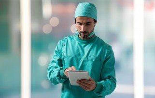 Surgeon using a digital tablet